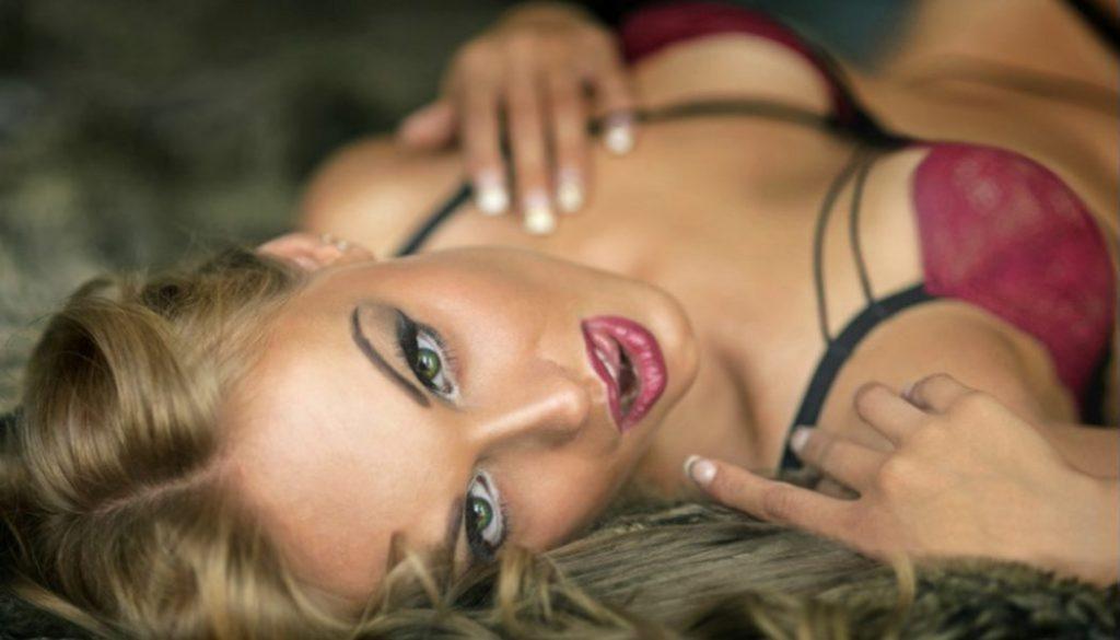 γυναίκα τρίο σεξ φωτογραφίες μεγάλο πουλί σε σφιχτό κώλο πορνό