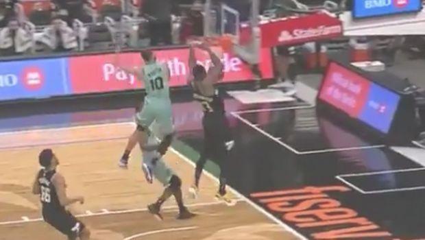 NBA: Τα δύο θεαματικά καρφώματα του Θανάση!