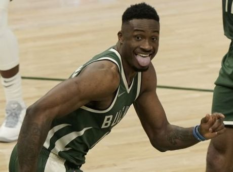 NBA: Περίπατος χωρίς Γιάννη, αλλά… με Θανάση!