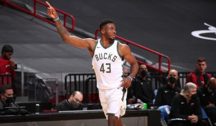 NBA: Ο Θανάσης δεν είναι στο Μιλγουόκι απλά για να χειροκροτεί! (ΒΙΝΤΕΟ)