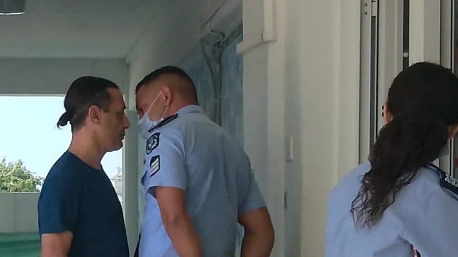 ΦΩΤΟ: Η στιγμή του επεισοδίου μεταξύ του συλληφθέντα υποψήφιου και αστυνομικού