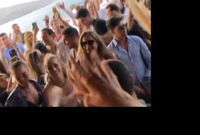 ΜΥΚΟΝΟΣ: «Κορωνοπάρτι» Ισραηλινών σε πολυτελή βίλα (ΦΩΤΟΣ)