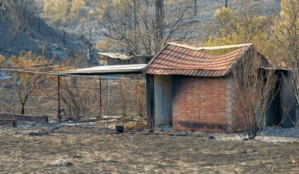 Οδοιπορικό στην καμένη γη – Το κλάμα των κατοίκων των κοινοτήτων που πλήγηκαν (ΒΙΝΤΕΟ)