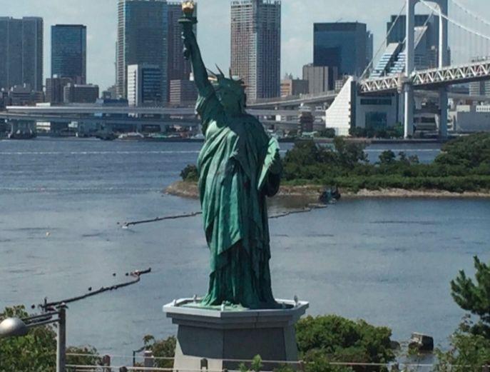 Τι γυρεύει το Άγαλμα της Ελευθερίας στο Τόκιο;
