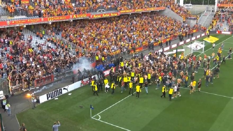 XAMOΣ ΣΤΟ ΛΑΝΣ-ΛΙΛ: Μπούκαραν μέσα οι οπαδοί! (ΒΙΝΤΕΟ)