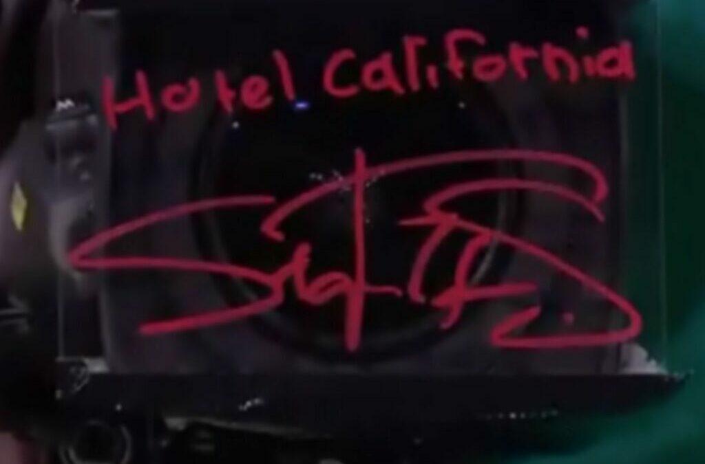 ΤΣΙΤΣΙΠΑΣ: Έγραψε «Hotel California» στην κάμερα (VIDEO)